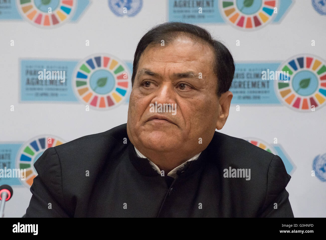 New York, United States. 22nd Apr, 2016. Mahendra Singhi, CEO of India's Dalmia Cement, speaks to the press. Following the opening for signature of the Global Climate Agreement at UN Headquarters in New York City, UN Global Compact Executive Director Lise Kingo and three representatives from the business and finance sectors held a press conference to discuss the ways in which financing and investment can contribute to achieving the Sustainable Development Goals framework. © Albin Lohr-Jones/Pacific Press/Alamy Live News Stock Photo