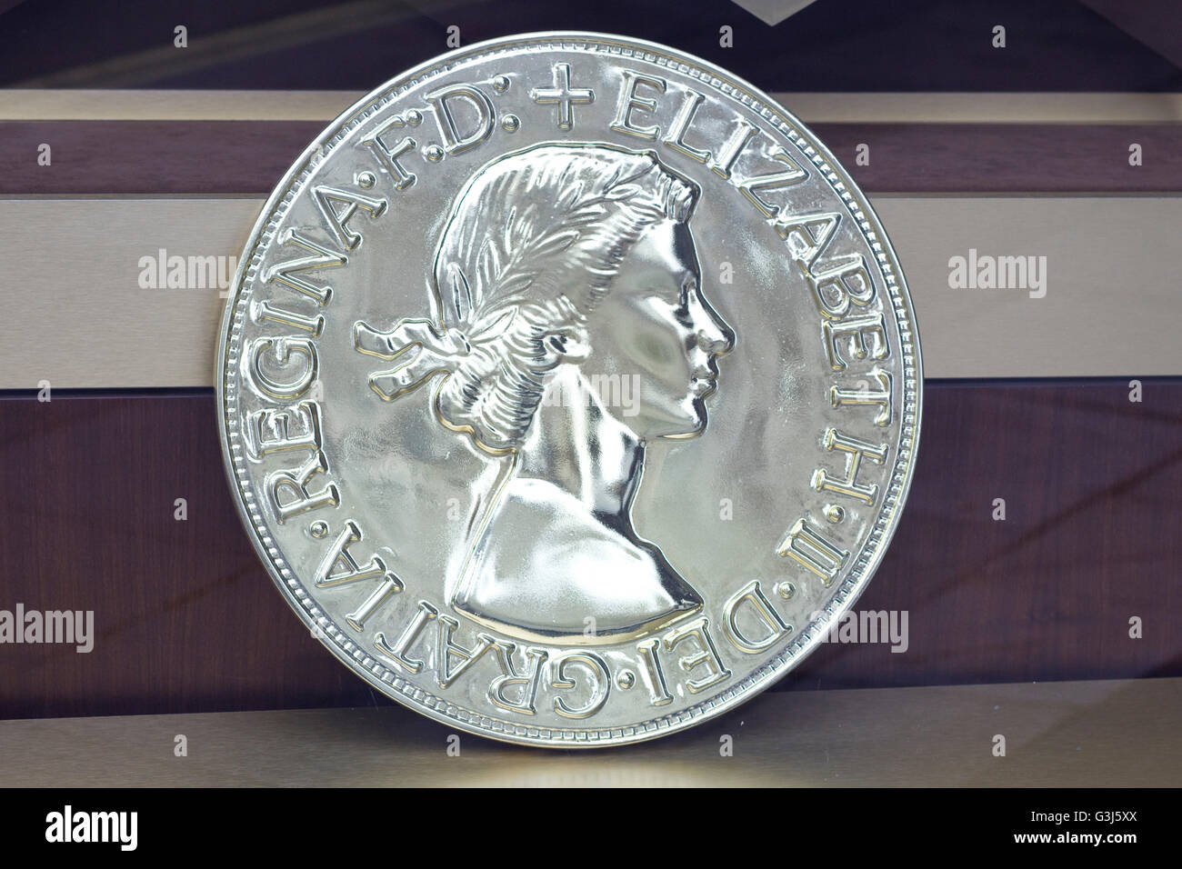Display in a Shop window silver collectors coin with Queen Elizabeth 11 - Stock Image