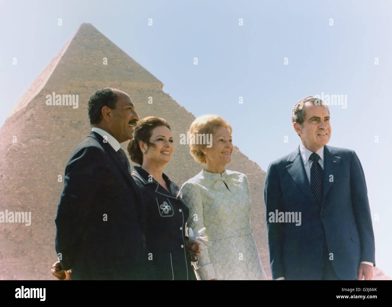 U.S President Richard Nixon with First Lady Pat Nixon poses with Egyptian President Anwar Sadat and his wife Jehan Stock Photo