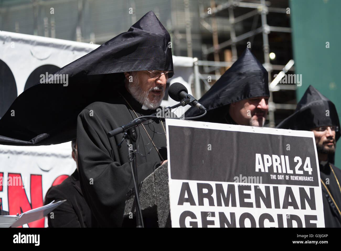 Archbishop Oshagan Choloyan, Prelate of the Eastern Diocese of thE Armenian Church in America, offers an opening - Stock Image