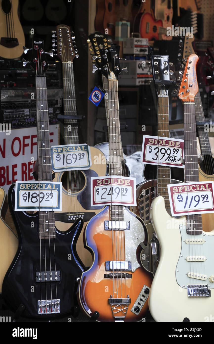 Spanish Guitars Stock Photos & Spanish Guitars Stock Images - Alamy