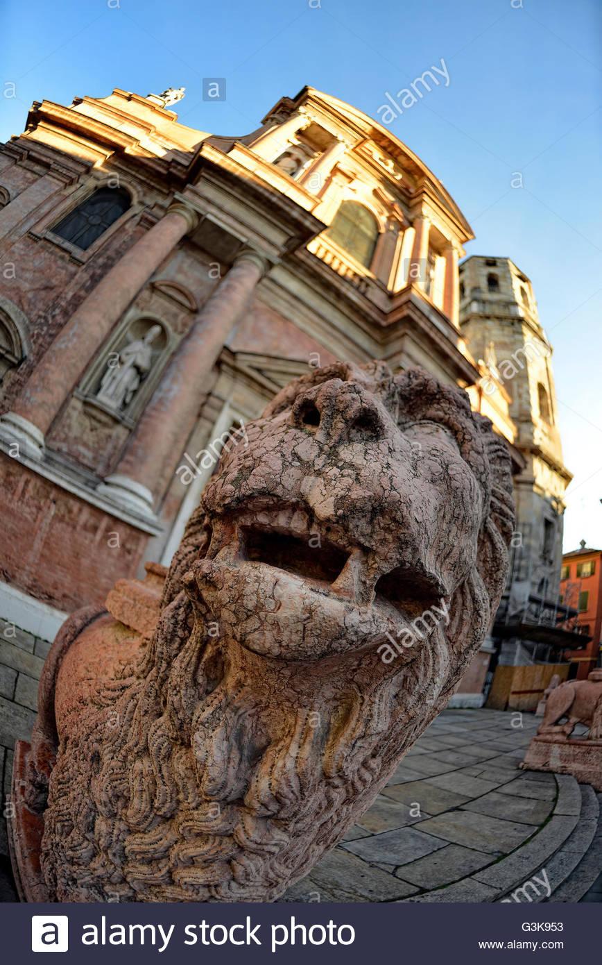 lions in front of church of San Prospero in Reggio Emilia, Emilia Romagna, Italy - Stock Image