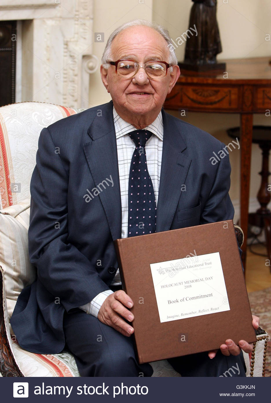 File photo dated 22/01/08 of Holocaust survivor Zigi Shipper holding the Book of Commitment to mark Holocaust Memorial - Stock Image