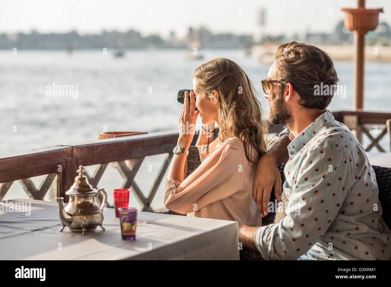 Romantic couple photographing from Dubai marina cafe, United Arab Emirates - Stock Image