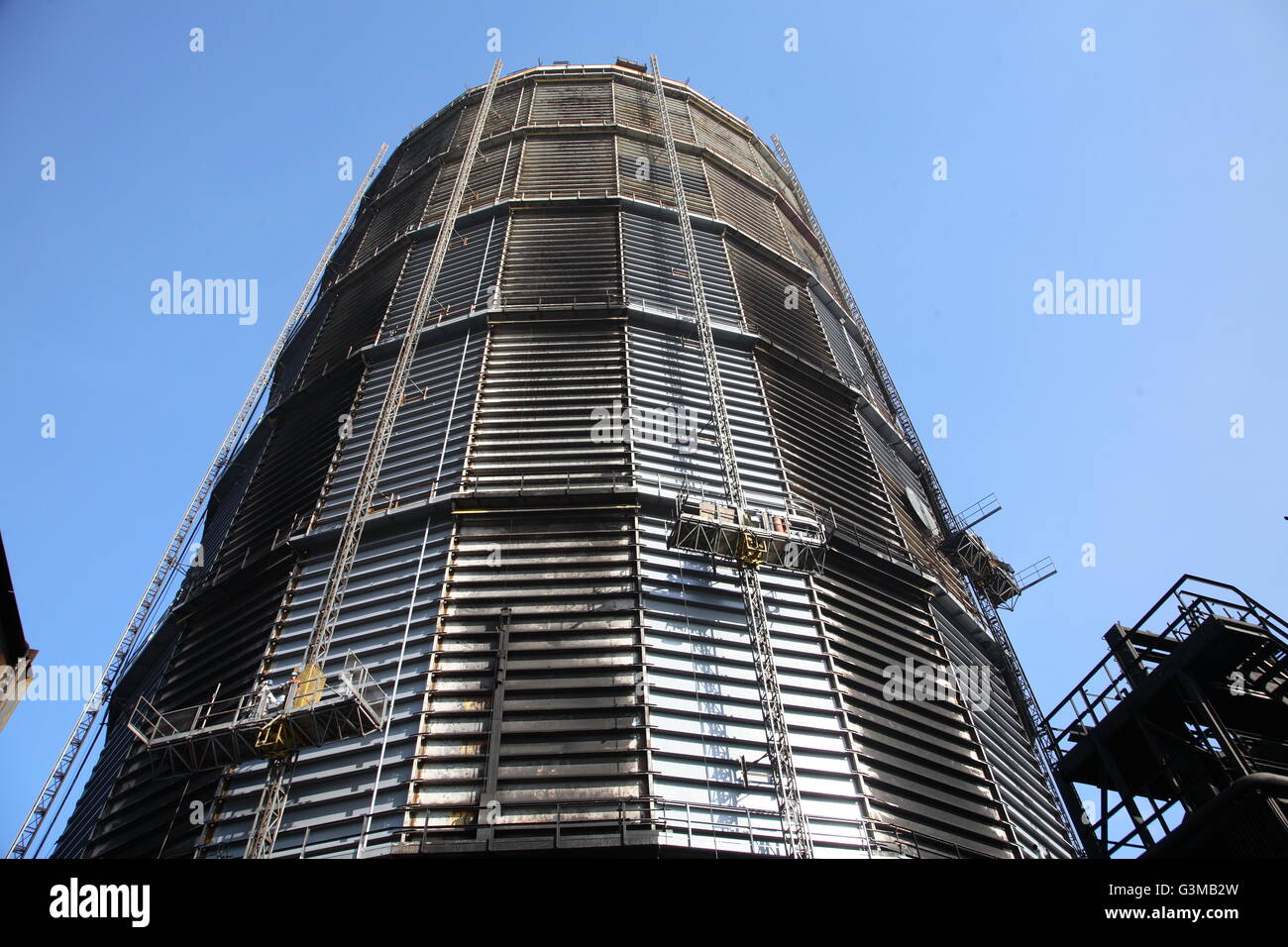 Steel gas holder at Redcar Steelworks taken in 2009 before closure. Shows maintenance from electric mast-climbing - Stock Image