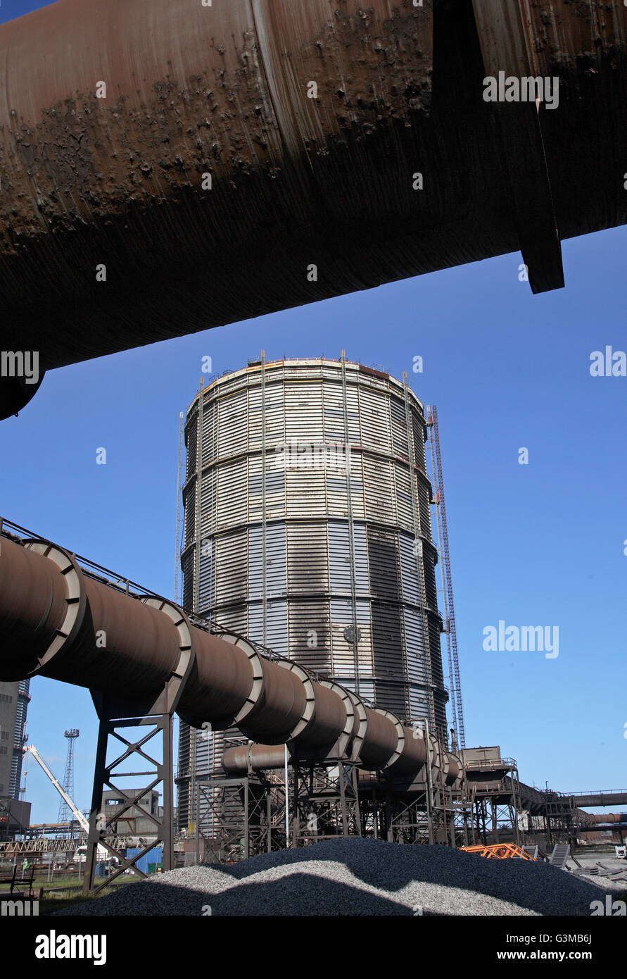 Large gas pipes runs towards a gas holder at Redcar Steelworks. Taken in 2008 before closure. Piles of coking coal - Stock Image