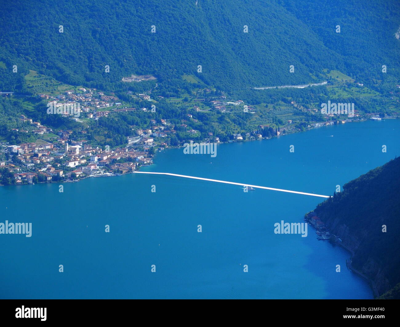 Iseo Lake, Italy. 12th June, 2016. Aerial view of Christo's 'The Floating piers' project are now completed - Stock Image