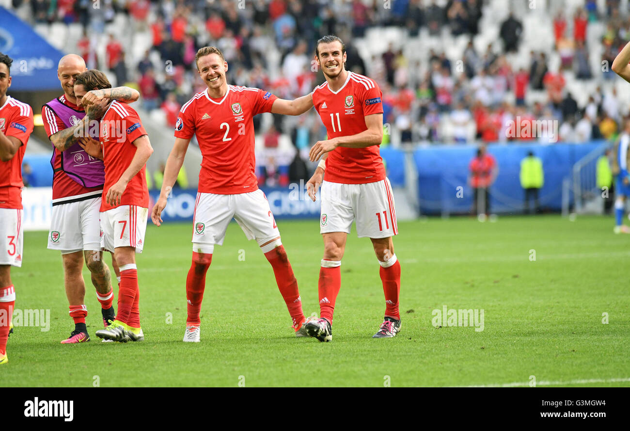 ef9aa8eee72 Gareth Bale (R) and Chris Gunter (L) celebrate victory for Wales against