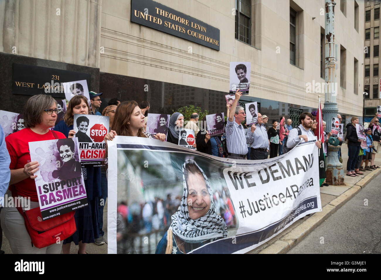 Detroit, Michigan, USA. 13th June, 2016. Supporters of Palestinian-American activist Rasmea Odeh rallied outside Stock Photo