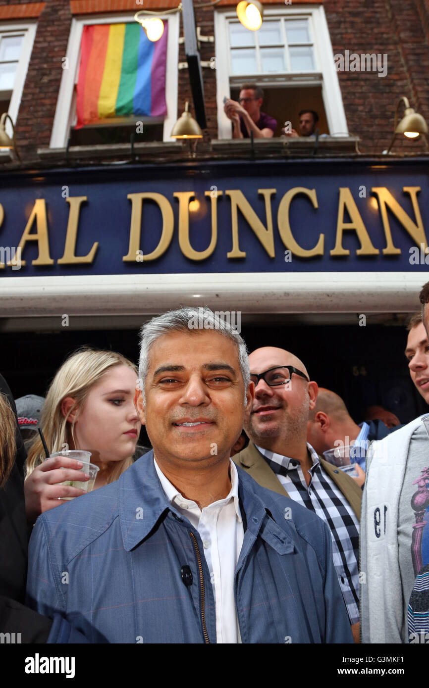 London, UK. 13th June, 2016. London Mayor Sadiq Khan in front of the Admiral Duncan pub at the Soho Vigil for Orlando - Stock Image