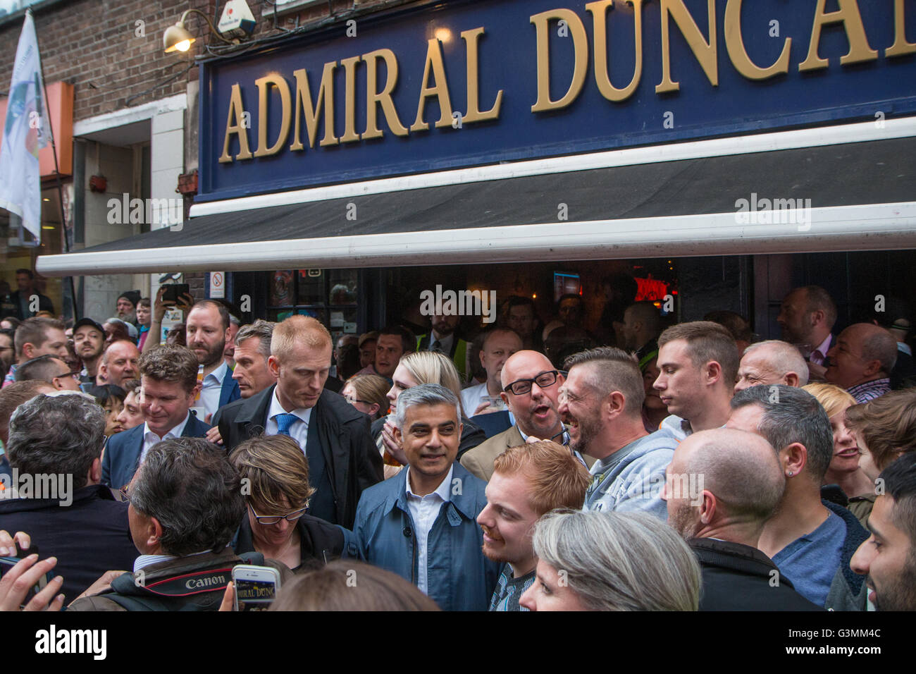 Mayor of London outside the Admiral Duncan pub ()bombed in 1999) - Stock Image