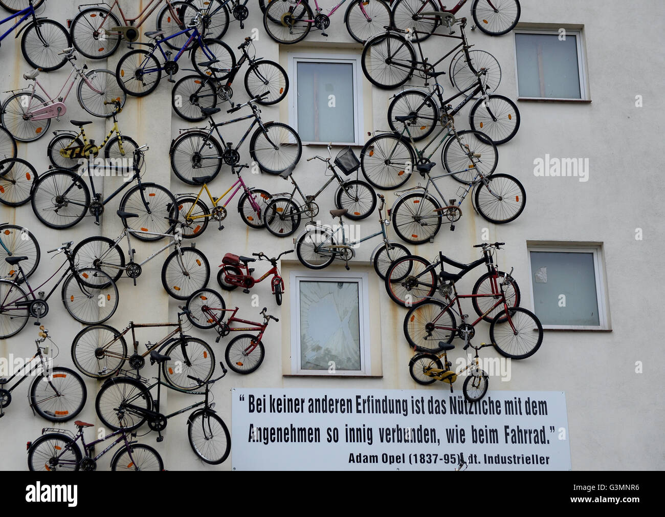 Altlandesberg, Germany. 13th June, 2016. The facade of the building of 'Fahrradhof Altlandsberg' is covered - Stock Image