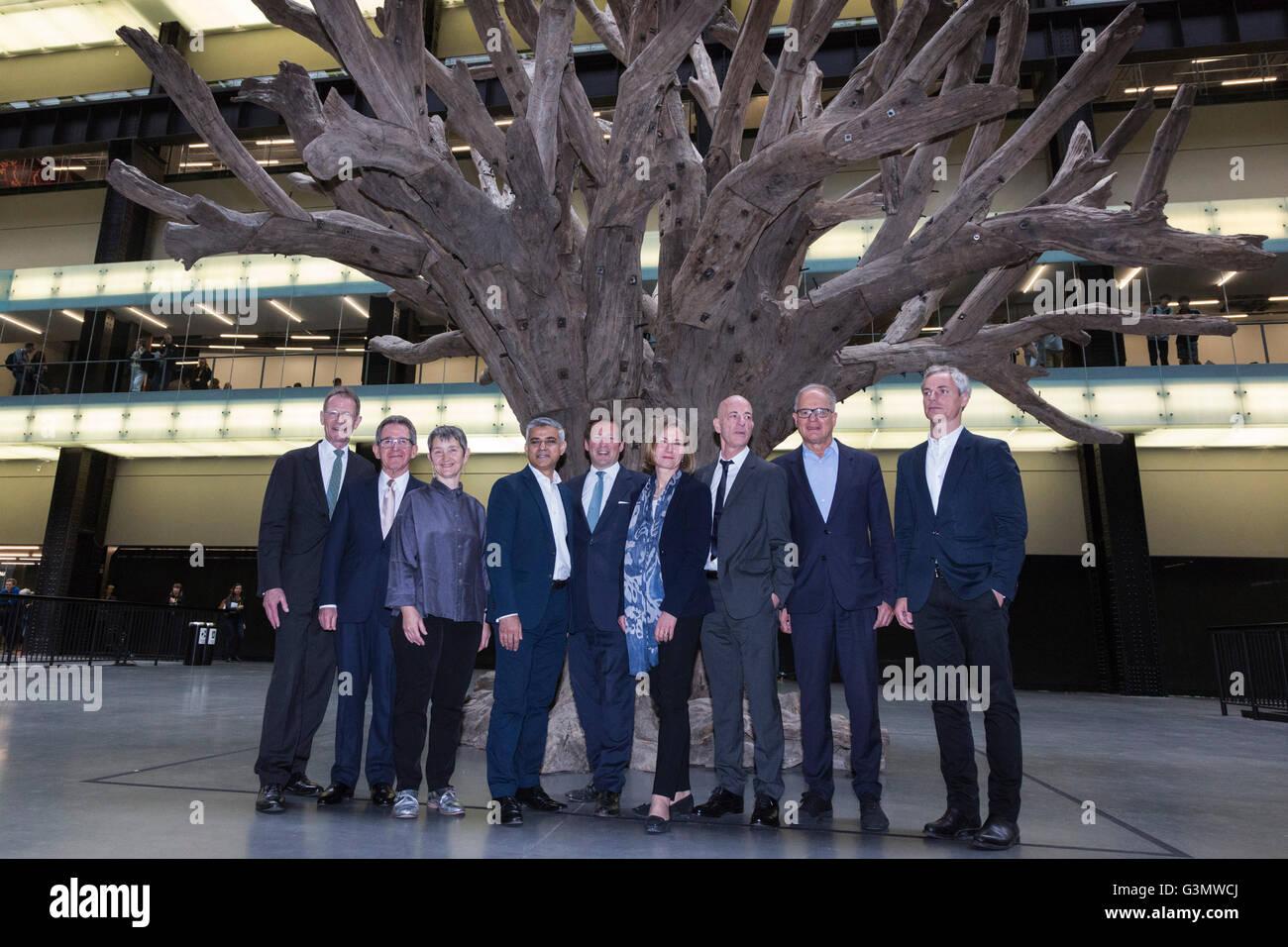 London, UK. 14 June 2016. L-R: Sir Nicholas Serota, Lord Browne, Frances Morris, Sadiq Khan, Ed Vaizey, Kerstin - Stock Image