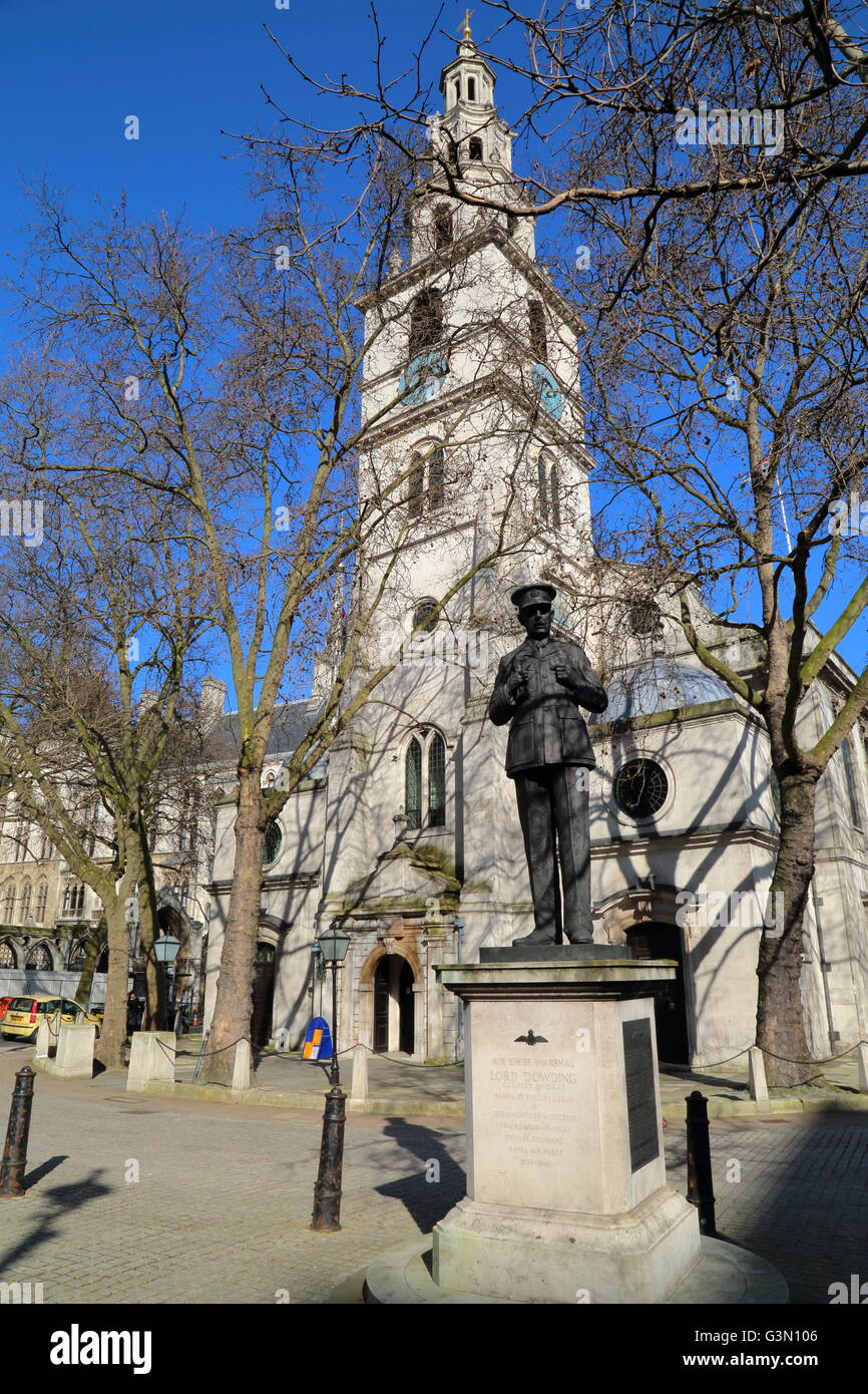 St Clement Danes church with the statue of Air Chief Marshal Lord Dowding in foreground, London, Great Britain - Stock Image