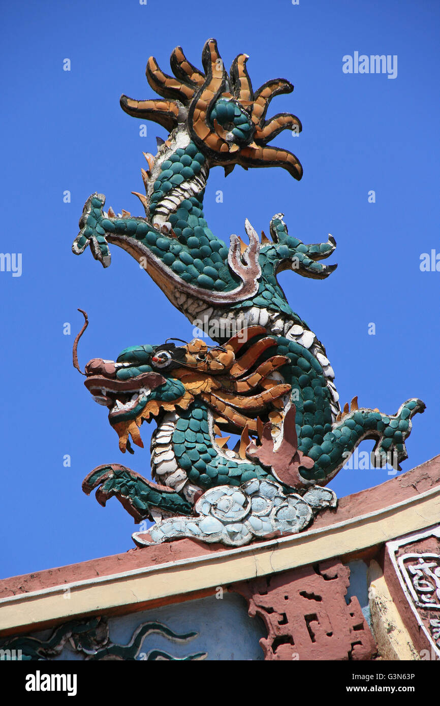 A ceramic shard dragon on the roof of the Nhi Phu temple in Saigon (Vietnam). - Stock Image