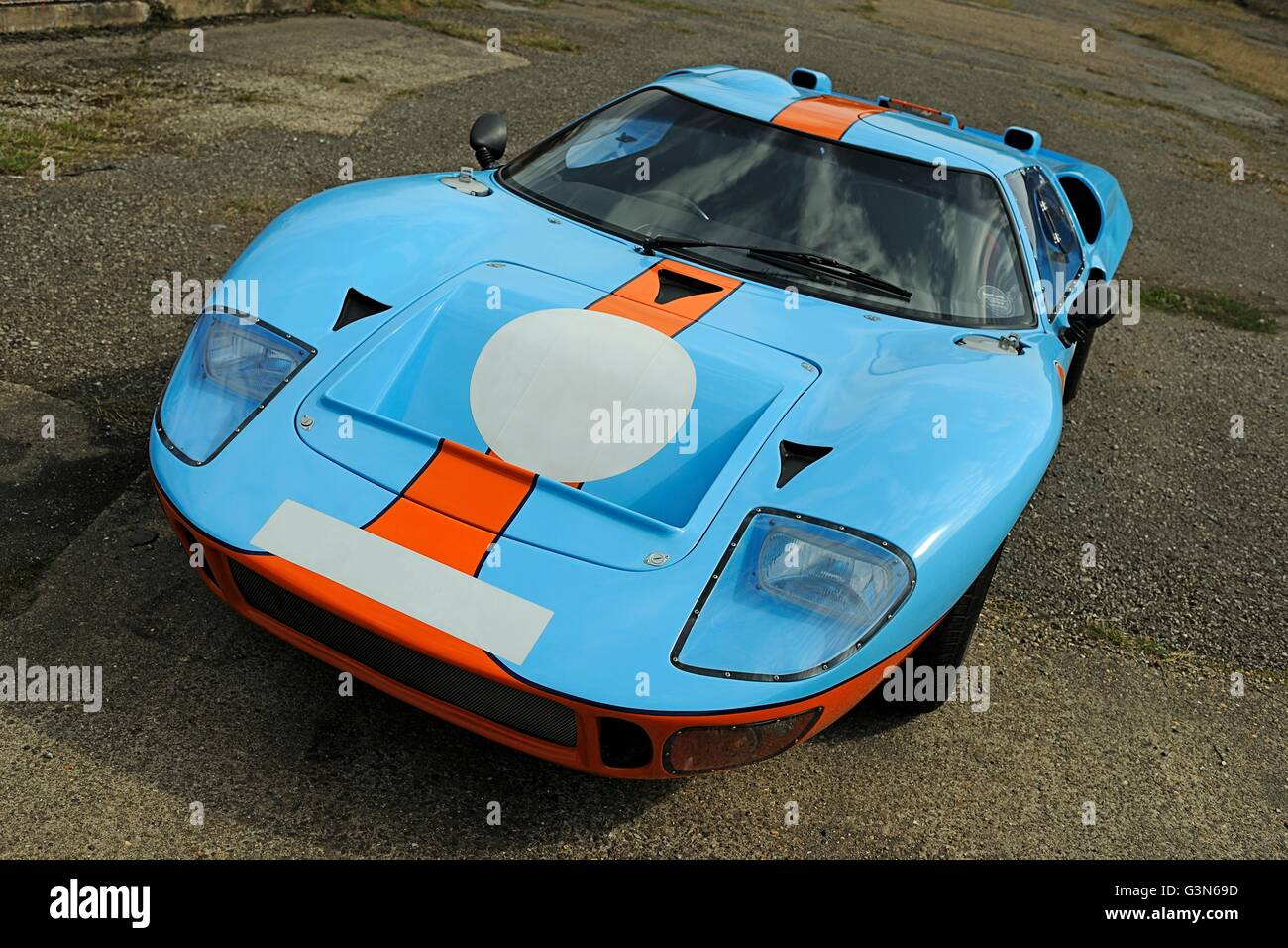 Ford GT40 MkII endurance racing car in Gulf Oil colours - Stock Image