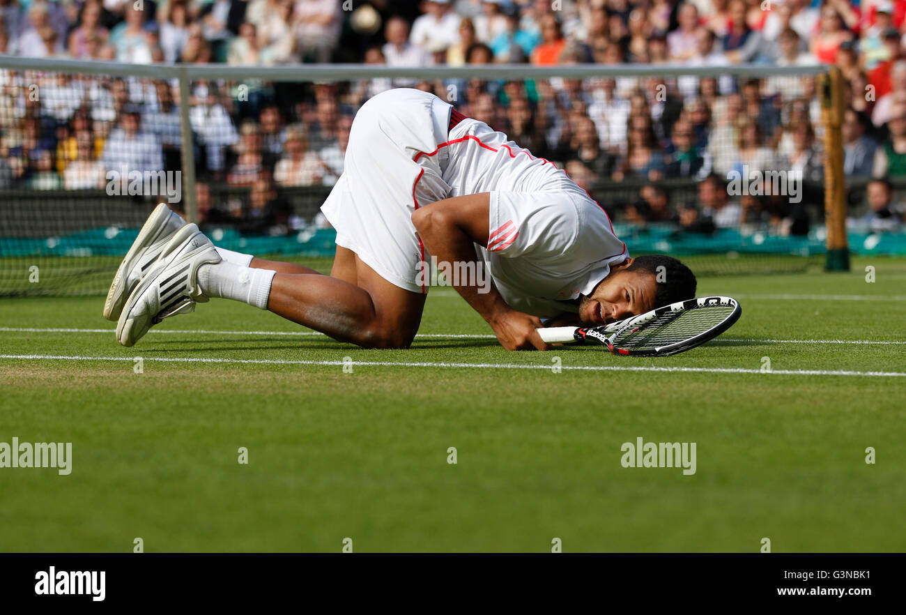 Jo-Wilfried Tsonga, FRA, fallen down and lying on the lawn, men's semi-final, Wimbledon Championships 2012 AELTC - Stock Image
