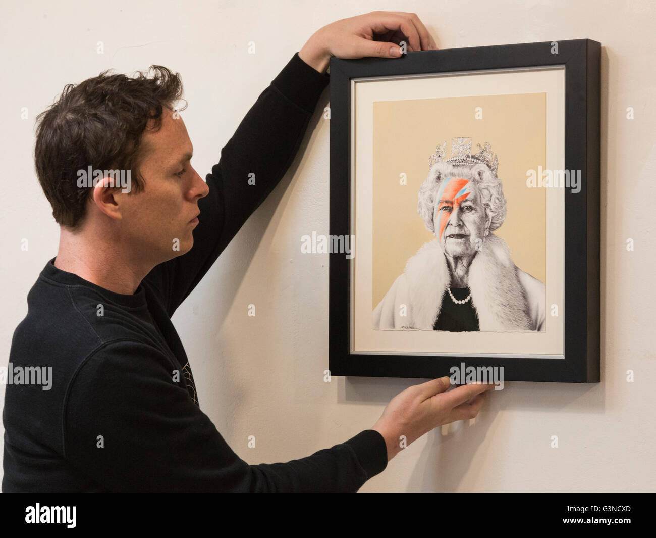 London, UK. 13 June 2016. Artist James Mylne with his portrait 'Eyes Wide Shut', 2016. Art Below presents - Stock Image