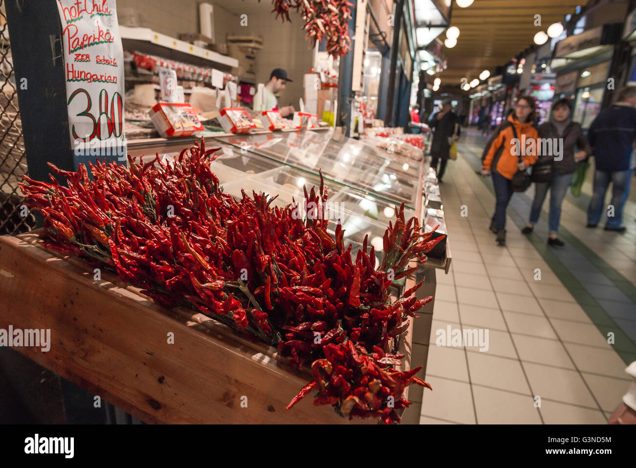 https://c8.alamy.com/comp/G3ND5M/hungary-food-market-chili-peppers-on-sale-in-the-great-market-hall-G3ND5M.jpg