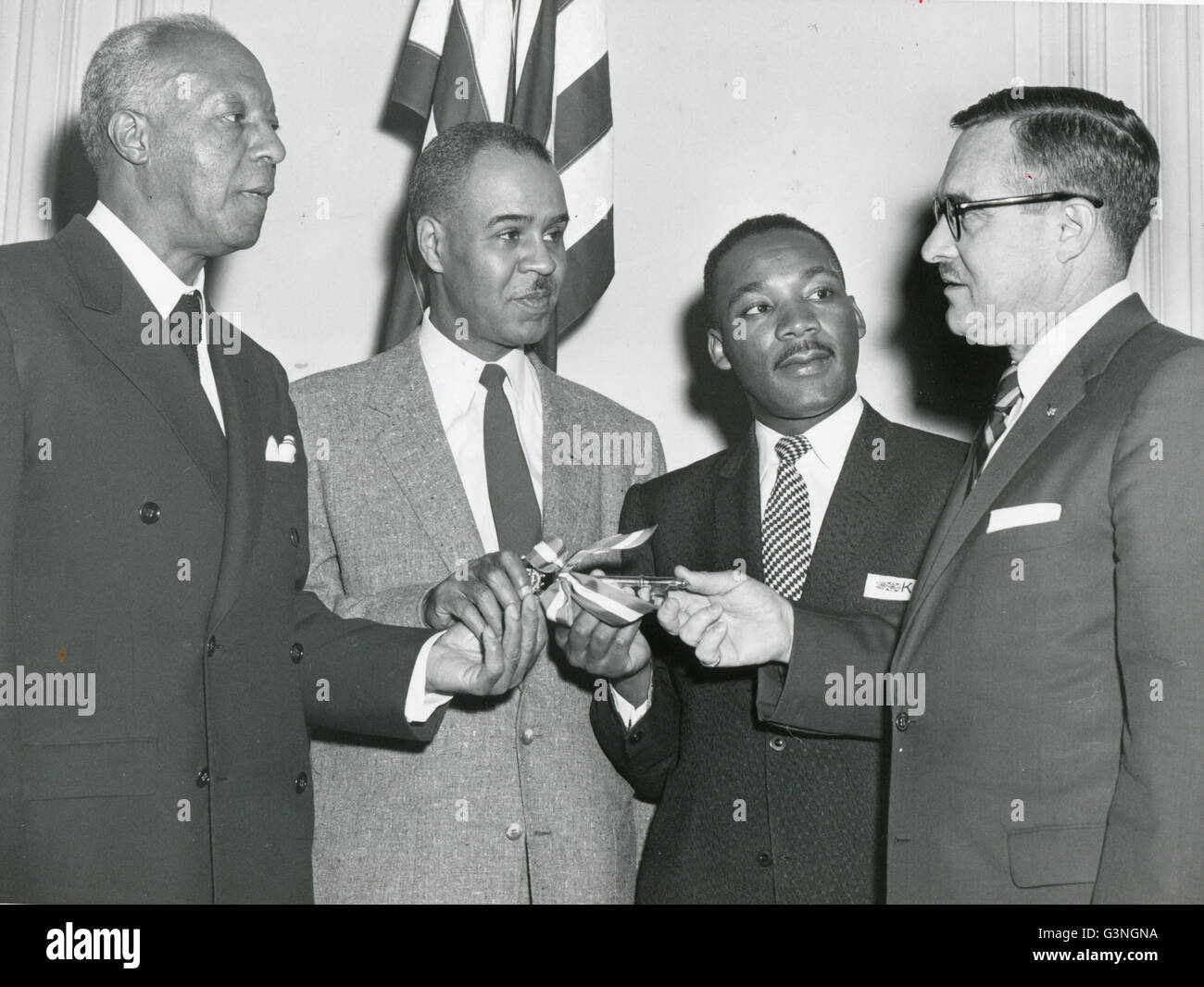 Leaders of the Prayer Pilgrimage to Lincoln Memorial sponsored by the NAACP receive the key to the District of Columbia - Stock Image