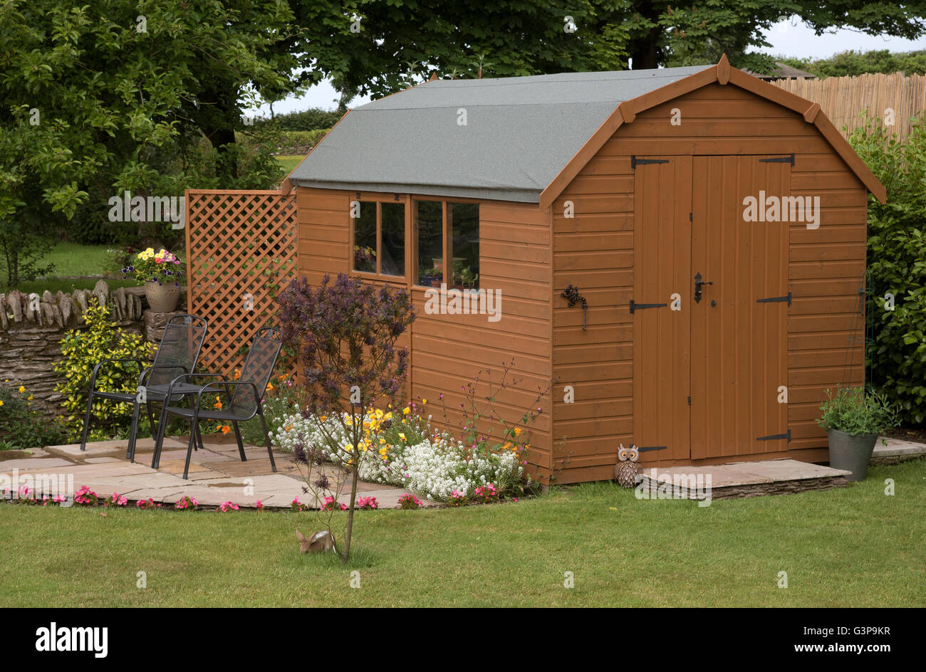 Small Garden Shed Stock Photos & Small Garden Shed Stock Images - Alamy