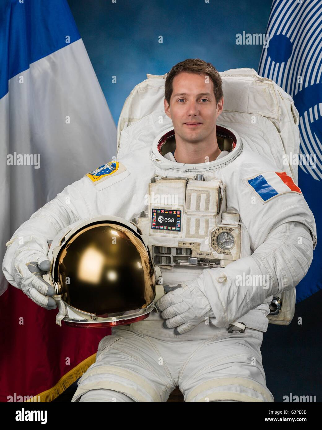 an astronaut in his space suit and with a propulsion - photo #48