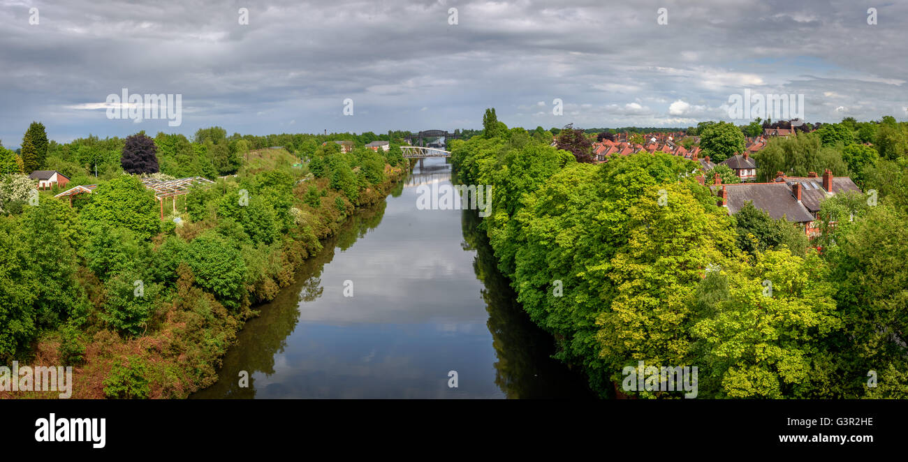 Warrington is a town in Cheshire, England. Historically part of Lancashire, it is on the banks of the River Mersey. - Stock Image