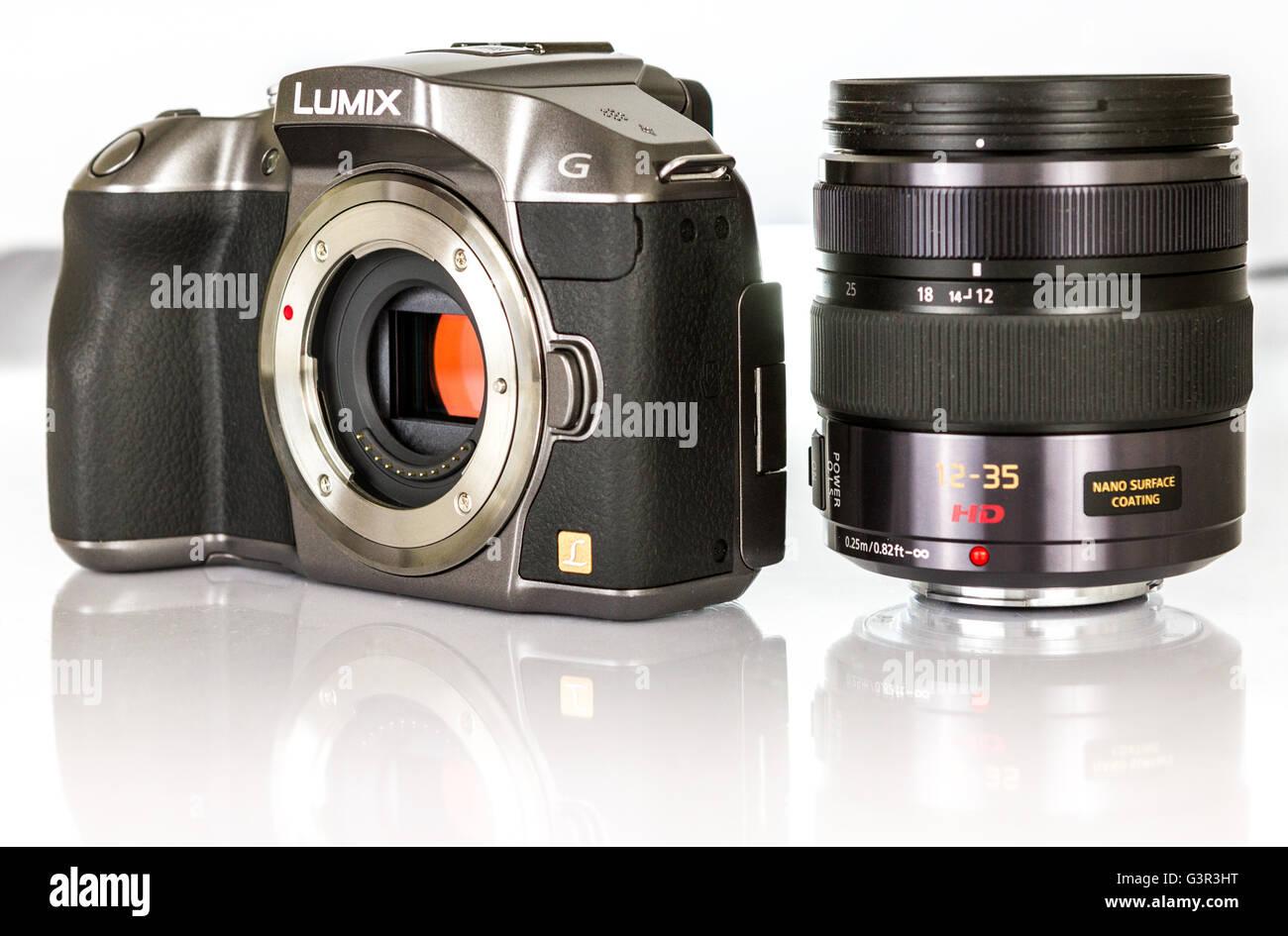Stock photo - PANASONIC LUMIX G mirrorless camera with zoom lance - Stock Image