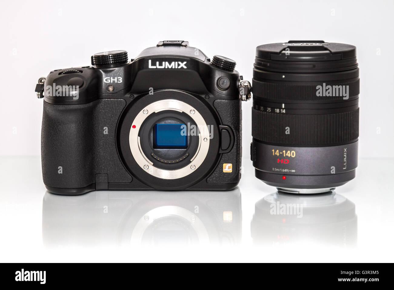 Stock Photo - PANASONIC LUMIX G mirrorless camera with video HD macro Lens 14-140 - Stock Image
