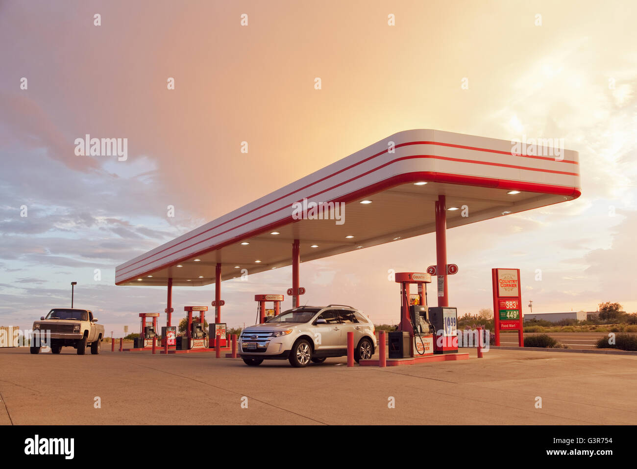 Gas Stations In California >> Usa California Cars At Gas Station At Sunset Stock Photo
