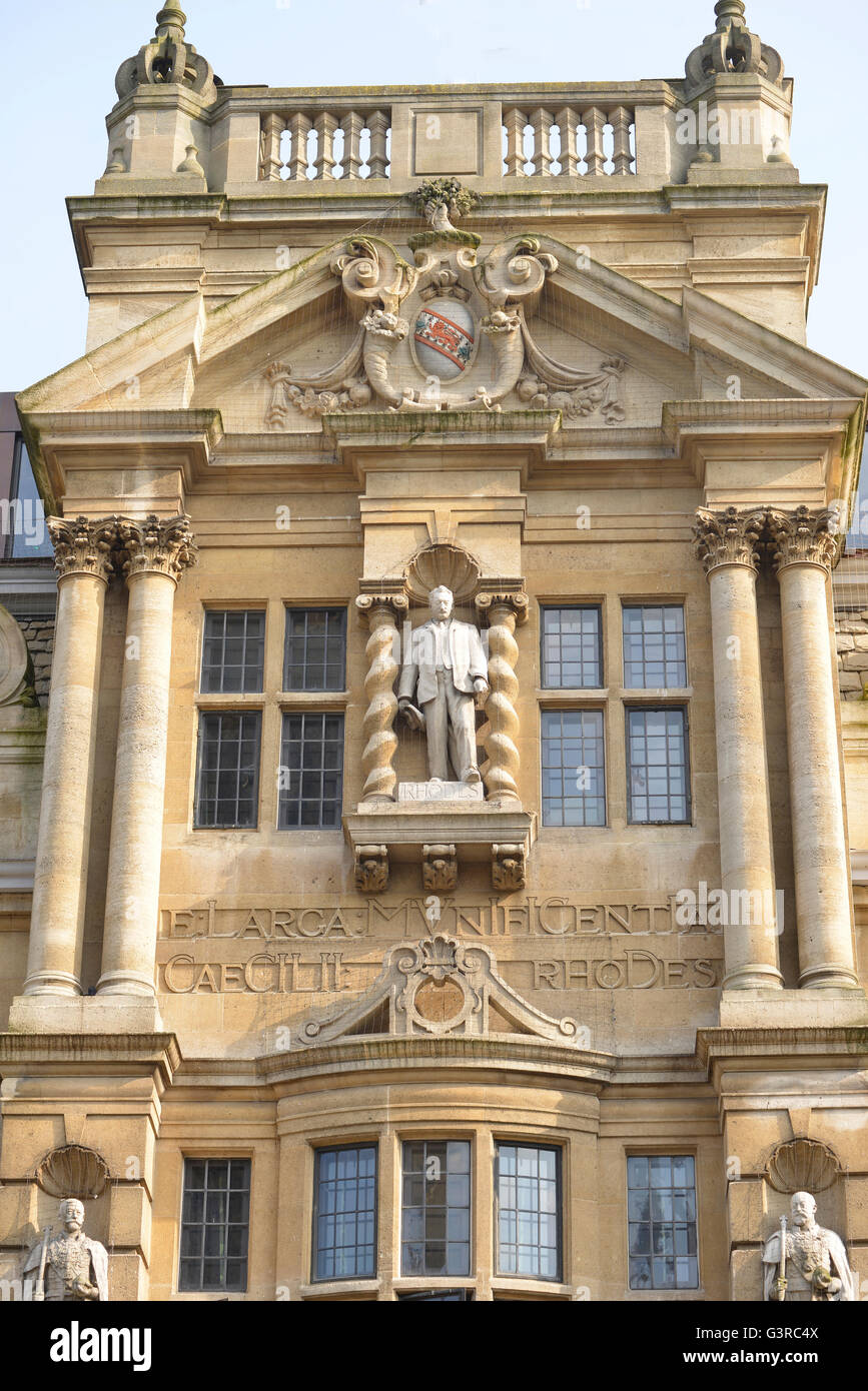 Statue of Cecil Rhodes on Oriel College Buliding , High Street, Oxford. Note: this image is not obscured by anti - Stock Image