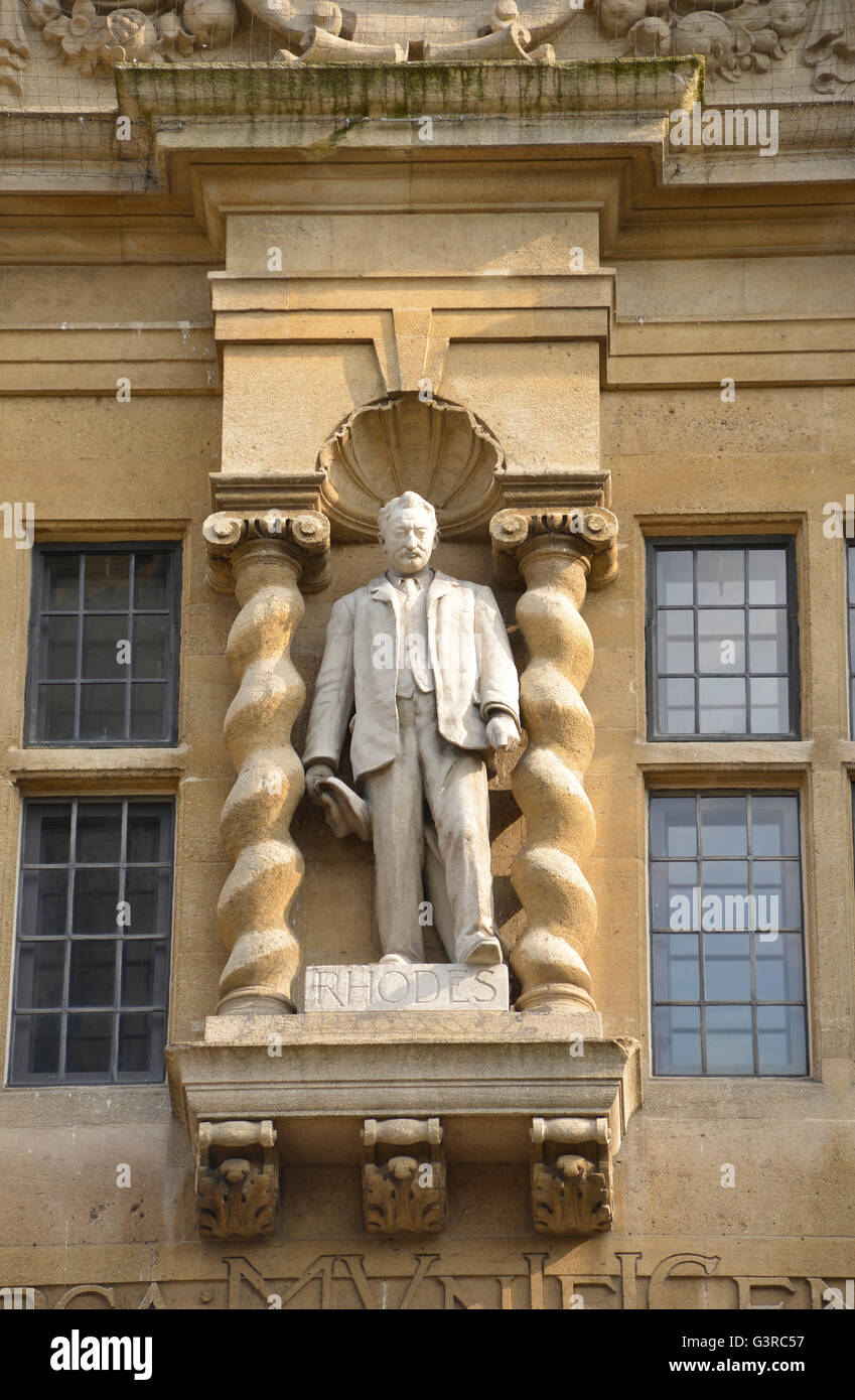 Statue of Cecil Rhodes on Oriel College Building in High Street, Oxford Note: This image is not obscured by anti - Stock Image