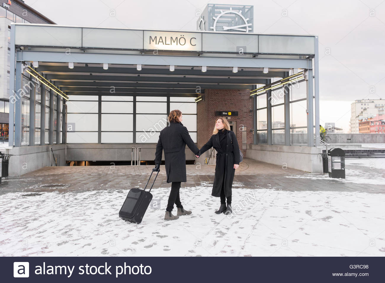 Sweden, Skane, Malmo, Couple holding hands in city - Stock Image
