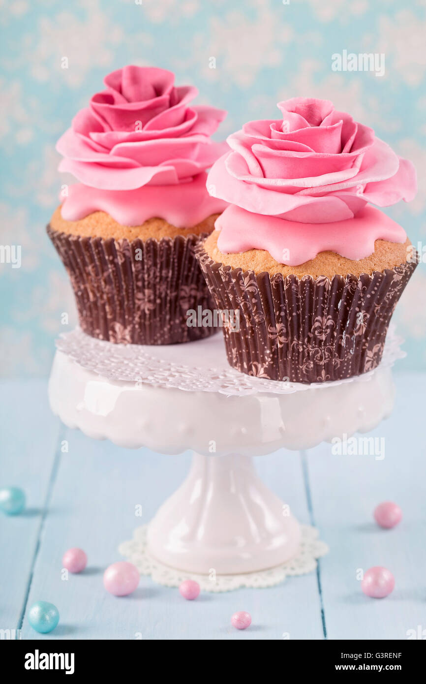 Two cupcakes with rose flowers - Stock Image