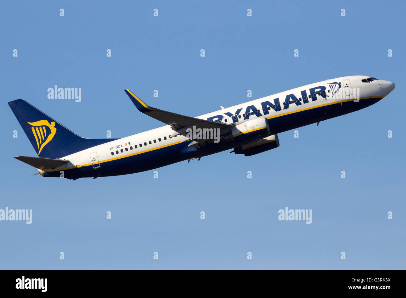 Ryanair Boeing 737 take-off from Schiphol-airport - Stock Image