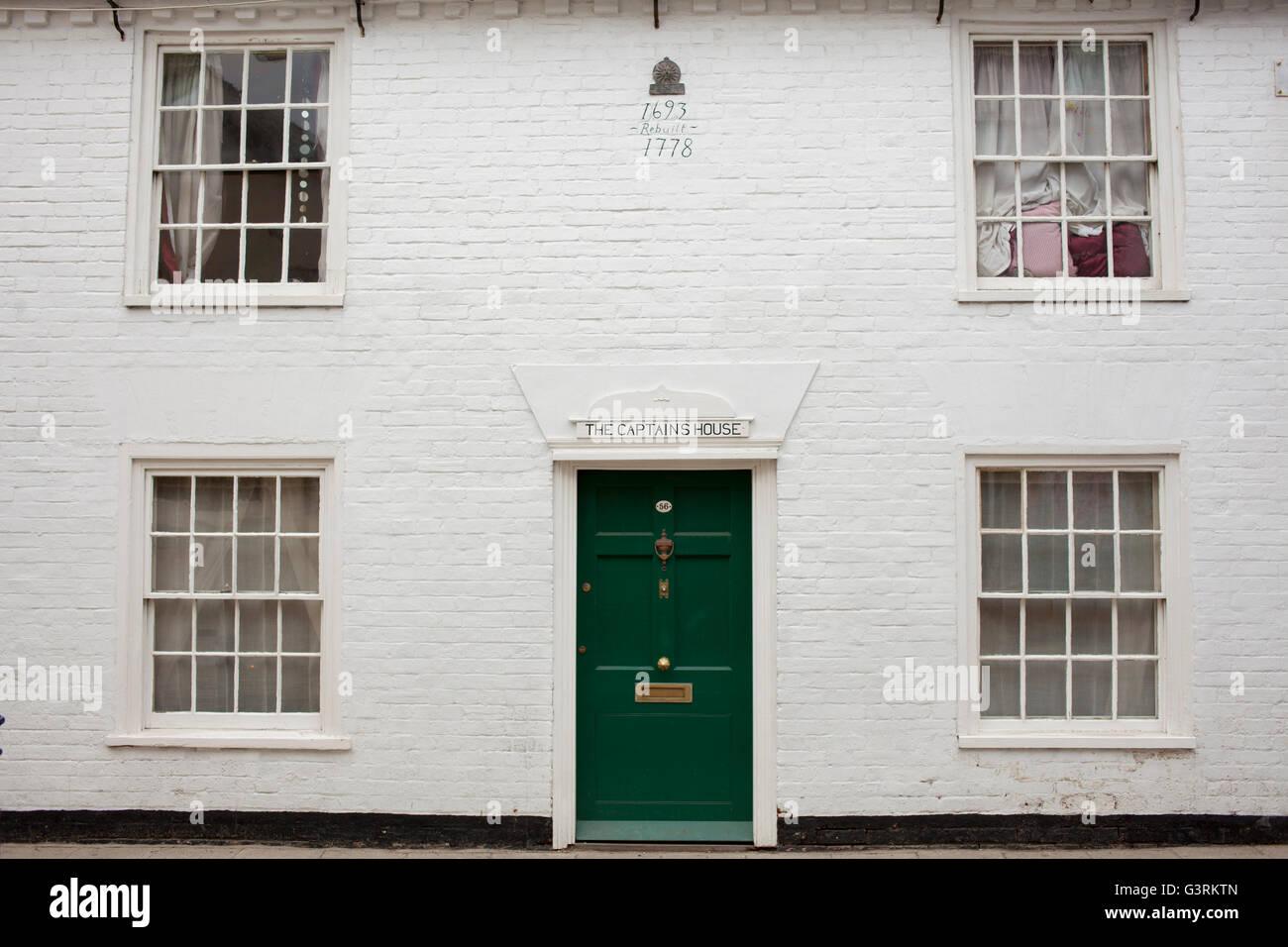 The Captains House a white symmetrical house Whitstable Kent - Stock Image & Symmetrical House Stock Photos \u0026 Symmetrical House Stock Images - Alamy