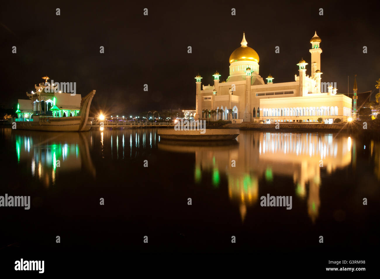 Beautiful Mosque at night - Stock Image