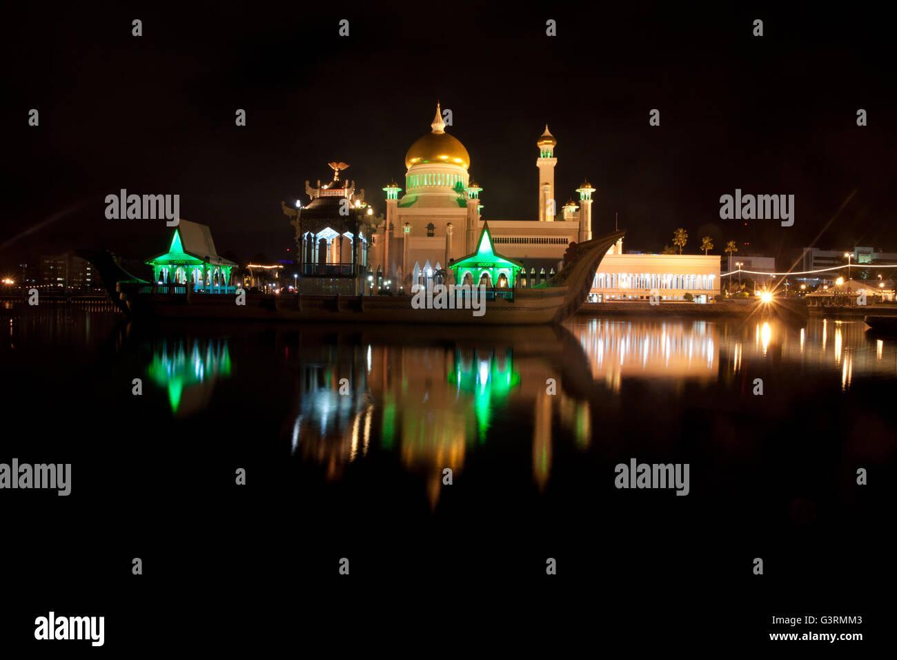 Beautiful Mosque at night - Stock Image