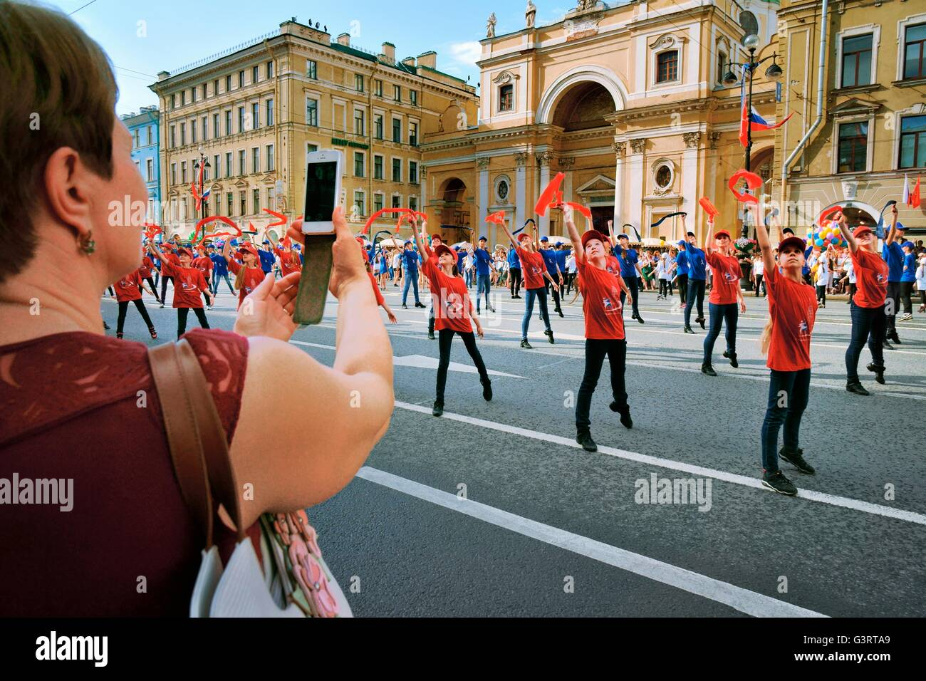 Russia. Schoolchildren perform song and dance routines on Nevsky Prospekt during St. Petersburg Annual City Day - Stock Image