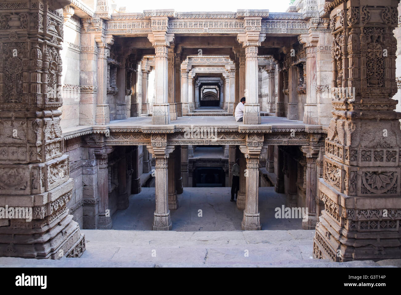 Beautiful carvings on the walls of Adalaj step well in Ahmedabad, India - Stock Image