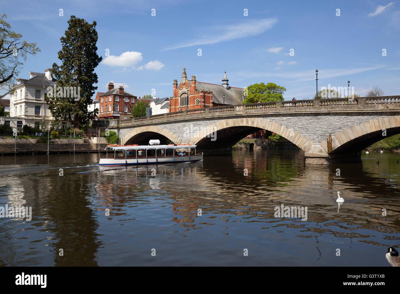 River Avon and bridge, Evesham, Worcestershire, England, United Kingdom, Europe - Stock Image