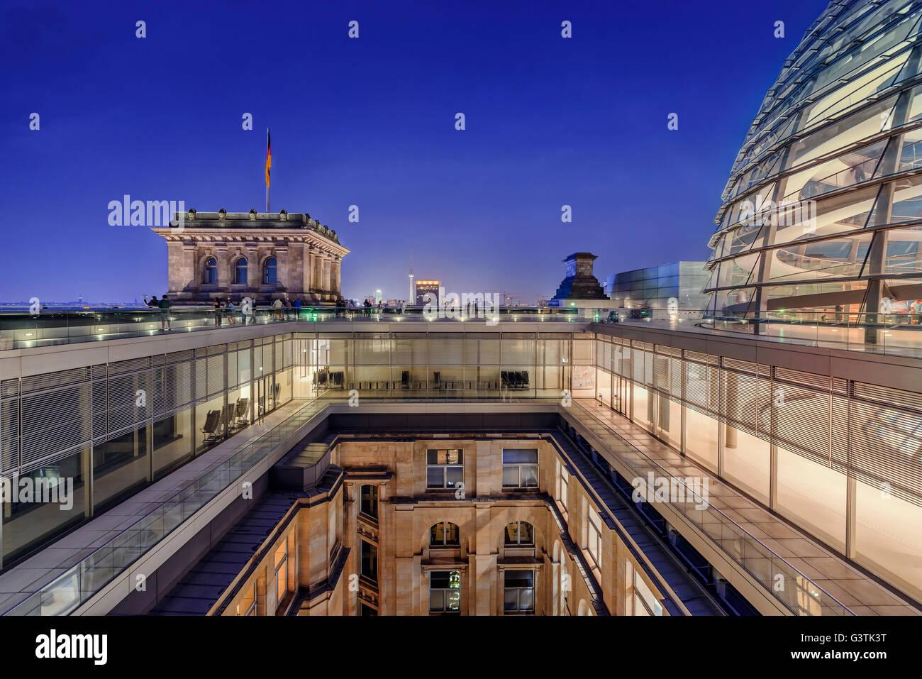 Germany, Berlin, Illuminated Bundestag roof - Stock Image