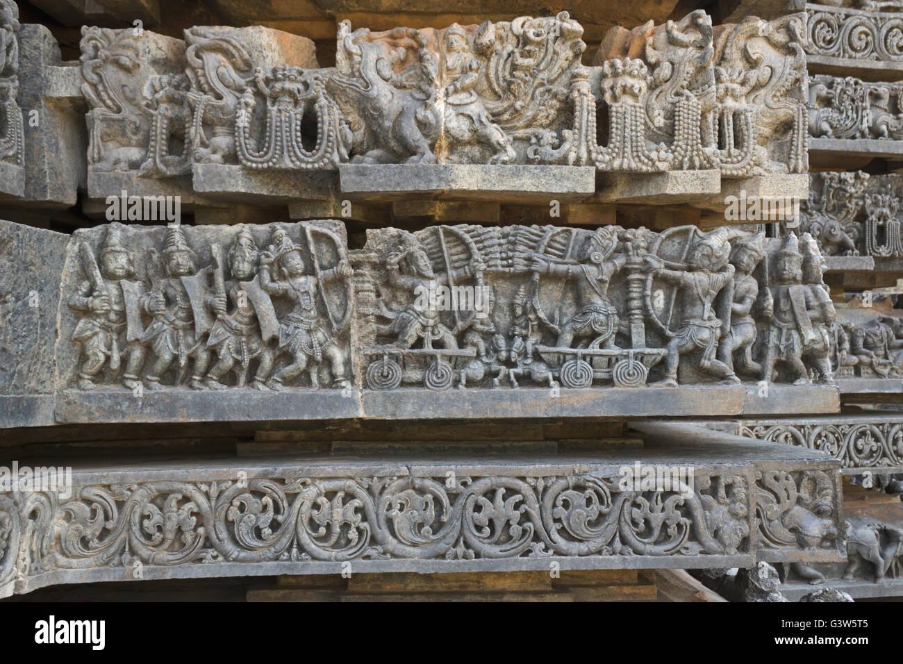 Depiction of Arjuna-Bhishma war from Mahabharata, at the base of temple, Hoysaleshwara temple, Halebidu, Karnataka, - Stock Image