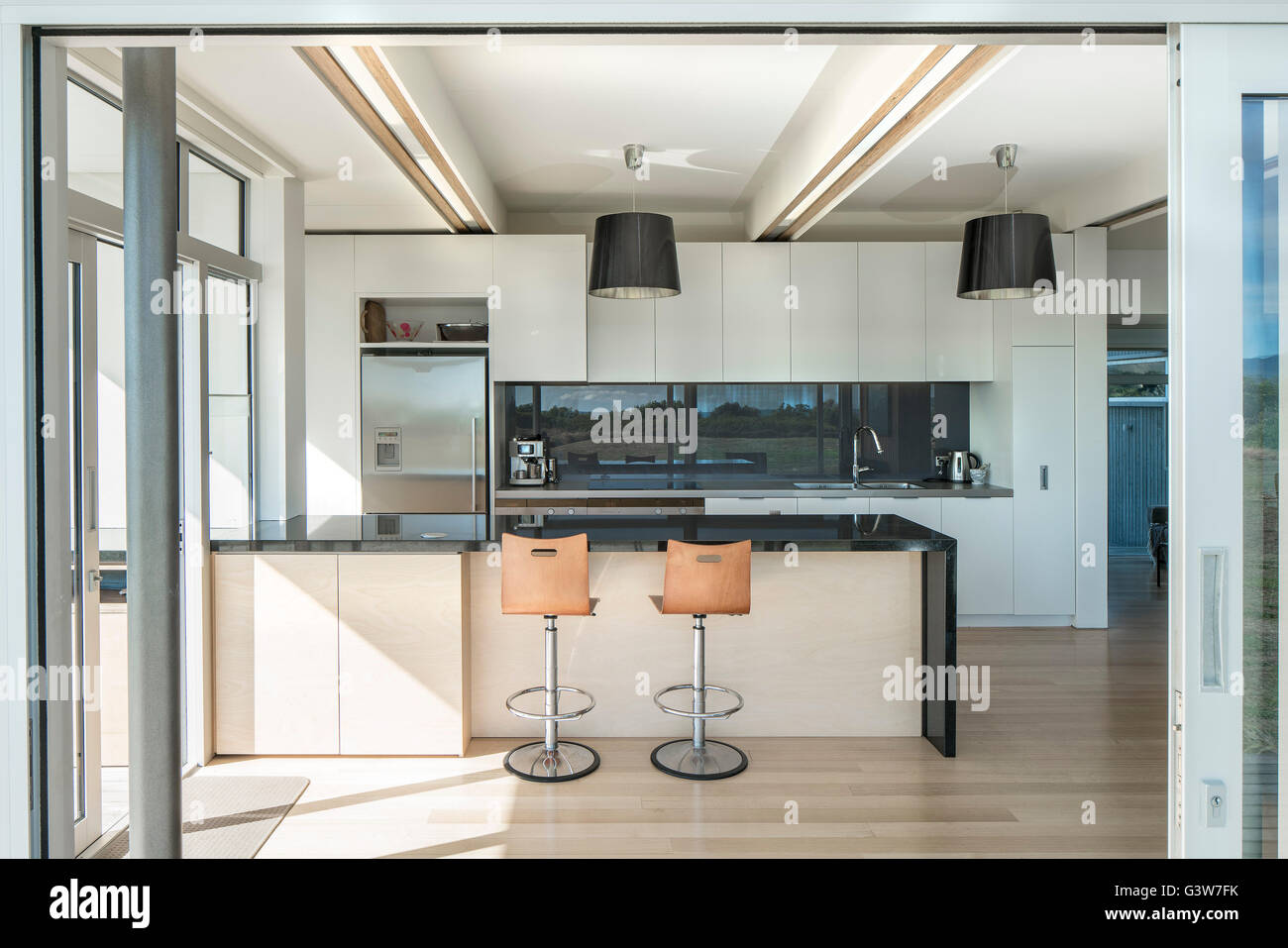 Kitchen through window. Waikanae House, Peka Peka - Kapiti Coast, New Zealand. Architect: Herriot Meluish Architects, Stock Photo