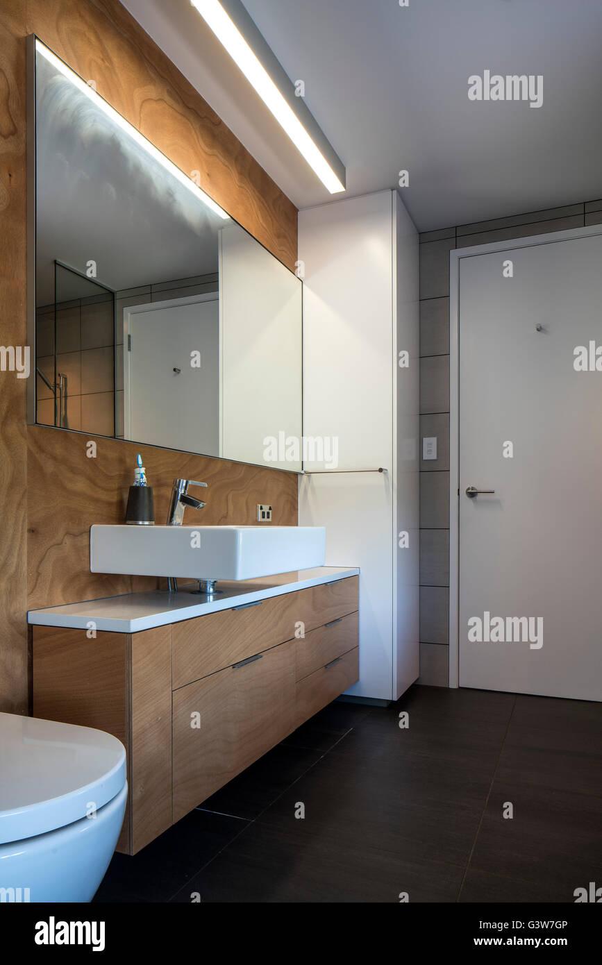 Washroom, restroom, bathroom, toilet. Waikanae House, Peka Peka ...