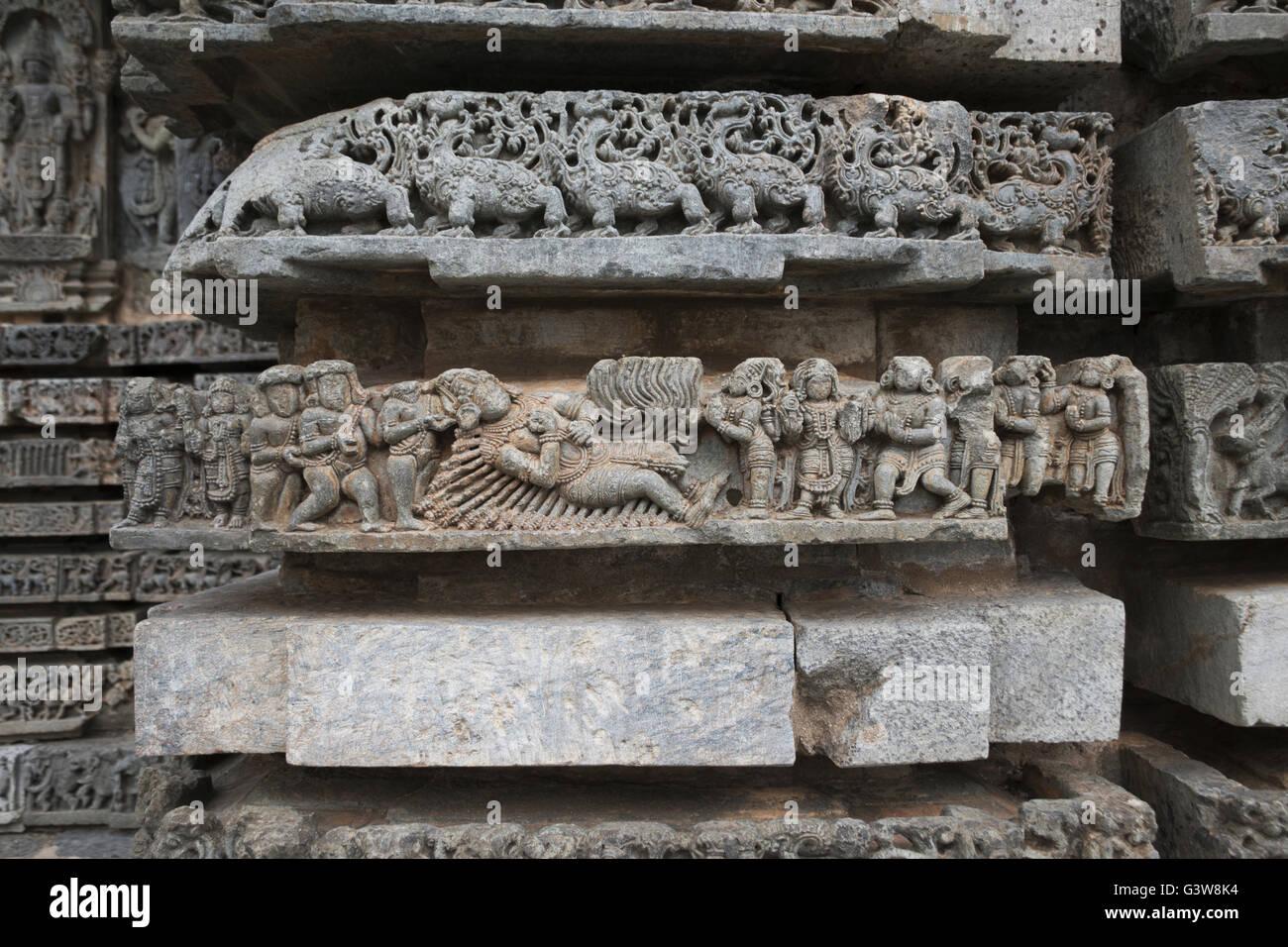 Episode from Mahabharata, Bheeshma sleeping on the bed made out of arrows, Kedareshwara  Temple, Halebid, Karnataka, - Stock Image