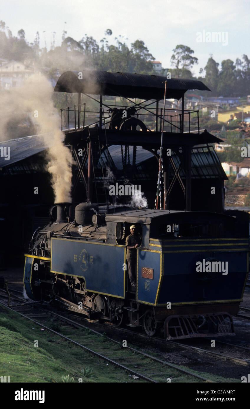 INDIA, Tamil Nadu, Nilgiris, Coonoor, Nilgiri Mountain railway a historical steamer operating on a rack and pinion - Stock Image