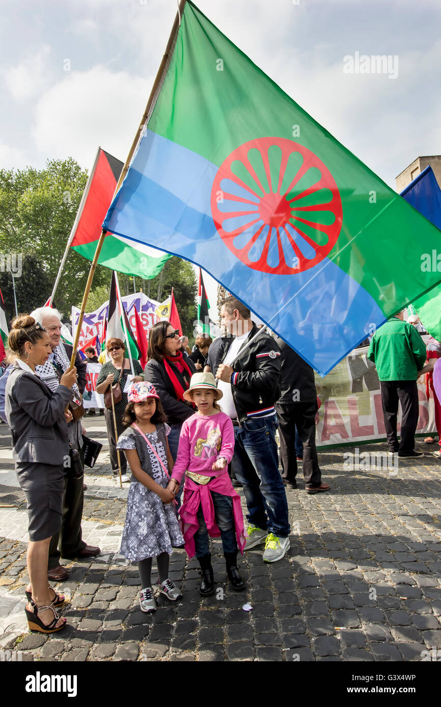 Sinti delegation to the celebration of April 25, Liberation Day in Rome - Stock Image