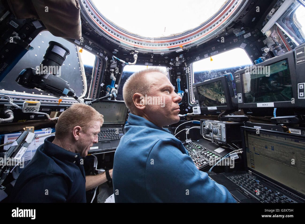 International Space Station Expedition 47 NASA astronaut Tim Kopra, right, and ESA astronaut Timothy Peake use the - Stock Image