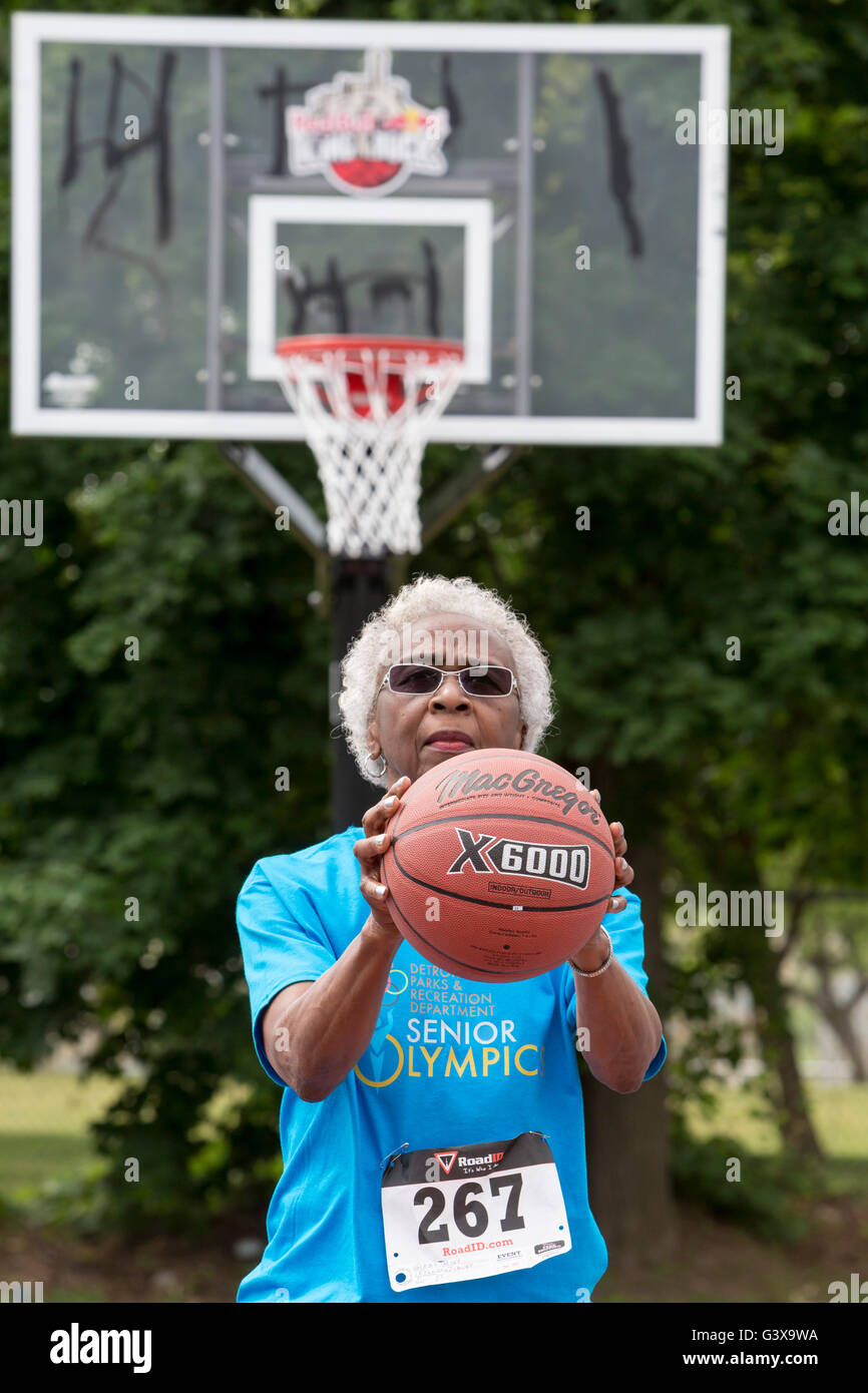 Detroit, Michigan - The basketball free throw competition during the Detroit Recreation Department's Senior - Stock Image